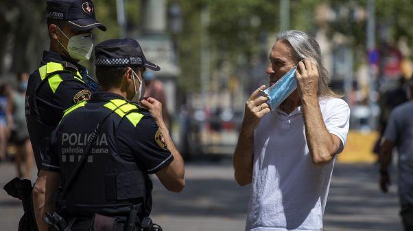 İspanya boş kalan tatil bölgelerine turist çekmek için 40 bin polis görevlendirdi