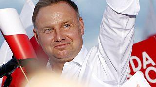 За что поляки ценят и критикуют президента Анджея Дуду?