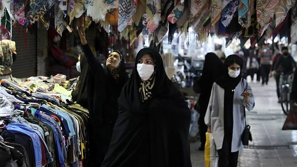مرگ ۱۸۸ بیمار دیگر کرونا در ایران؛ روحانی: تعطیل کنیم مردم به خیابان میآیند