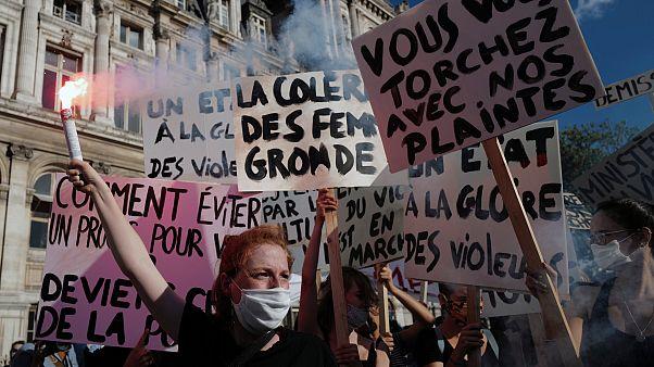 Paris'te kadınlardan hükümet karşıtı eylem
