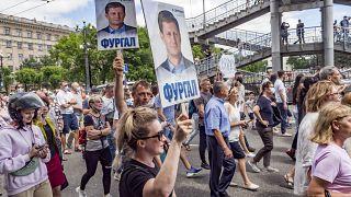 Des manifestants tiennent des portraits du gouverneur Sergueï Fourgal lors de la manifestation du 11 juillet 2020, Khabarovsk, Russie