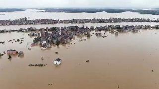 شاهد: فيضانات مخيفة تغرق مدينة ويشان شرقي الصين