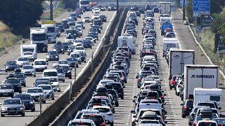 Archive - Des embouteillages sur l'A7 près de Vienne en France, 4 août 2018