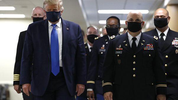 Trump jetzt mit Maske