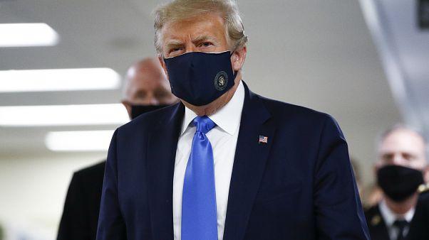 Trump cede à máscara e Florida reabre parques de diversões