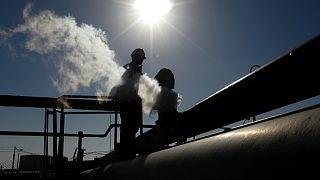 Libya'da Hafter'e bağlı güçler doğu kıyısındaki petrol ihracat terminallerini ve güneydeki bazı petrol sahalarını kapatarak ülkenin petrol üretimini kıstı