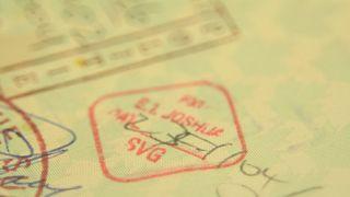ختم دولة غرينادا على أحد جوازات السفر
