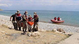 Van Gölü'nde teknenin batması sonucu kaybolan 2 kişinin daha cesedine ulaşıldı.