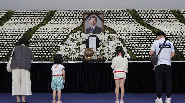 ادای احترام یک خانواده کرهای به شهردار درگذشته