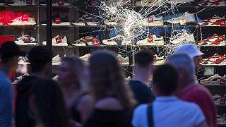 """Rassismus? Polizei Stuttgart sucht nach """"nichtdeutschen Eltern"""" von 20 Verdächtigen"""