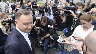 Выборы в Польше: Дуда - 50,4%, Тшасковский - 49,6% (экзитпол)
