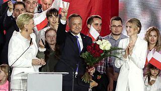 رئيس جمهور محافظهکار لهستان در رقابتی نزدیک بار دیگر پیروز انتخابات شد