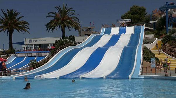 Os emblemáticos escorregas do Slide&Splash, em Lagoa, quase sem utilizadores