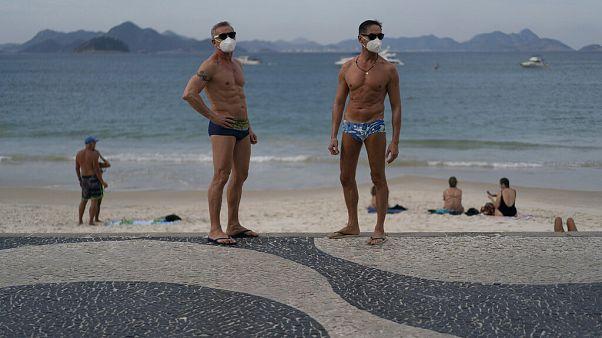 Polícia aplica multas nas praias do Rio de Janeiro
