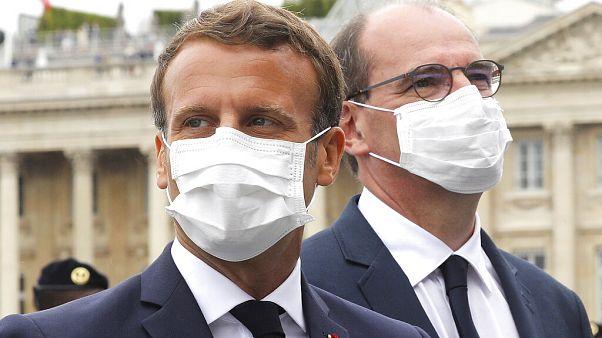 Predicando con el ejemplo. El presidente Macron y el primer ministro Jean Castex con mascarilla tras el desfile del 14 de julio.