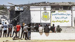Il centro di detenzione di Tajoura, ad est di Tripoli, bombardato nel luglio 2019 (53 morti, 130 feriti). La Ong Helpcode vi aveva svolto interventi strutturali