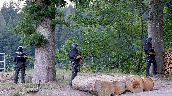 """على طريقة أفلام """"رامبو"""" ...مطاردة امنية بين الشرطة الألمانية والمشرد المسلح"""