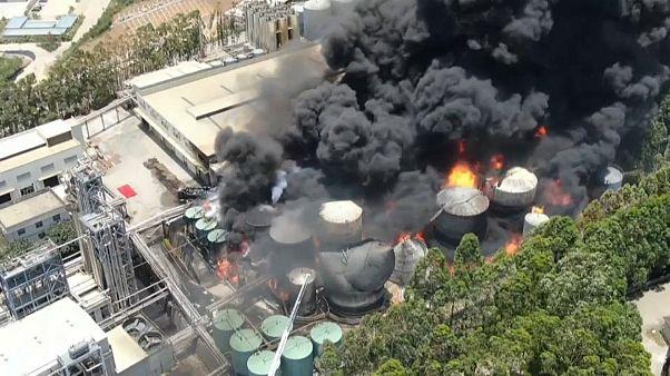 آتش سوزی در پالایشگاه نفت شهر لونگیان چین