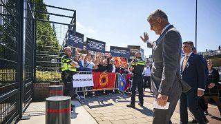 Meghallgatták Hágában a háborús bűnökkel vádolt koszovói elnököt