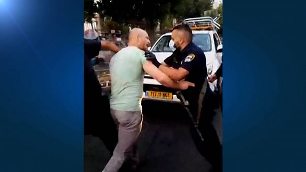 مواجهات بين الشرطة الإسرائيلية ومسؤولين في بلدية القدس يتظاهرون ضد رئيس الوزراء بنيامين نتنياهو