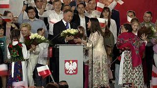 Pologne : réélection de justesse pour le président sortant