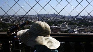 Во Франции могут ввести обязательное ношение масок в том числе и для желающих посетить Эйфелеву башню