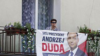 Presidente polaco reeleito apela à união