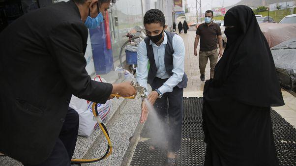الحوثيون يخففون القيود الخاصة بالوقاية من كورونا في مناطق سيطرتهم