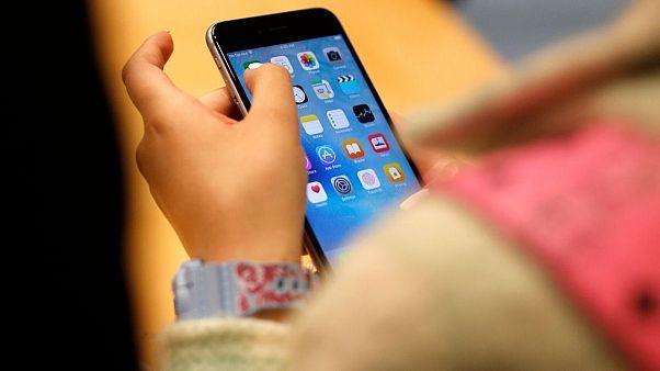 غرامت ۵۰۰ دلاری اپل به کاربران برای کند کردن عمدی آیفون