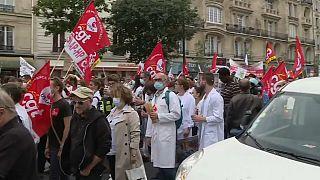 Pflegekräfte zeigen Präsident Macron die kalte Schulter