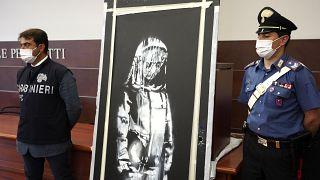 La porta di Banksy, omaggio alle vittime del Bataclan, torna a Parigi