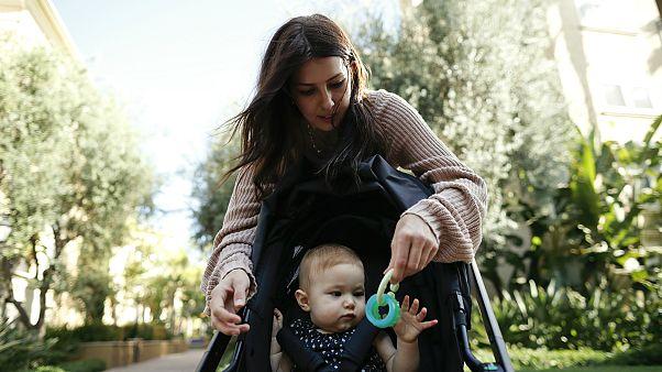 Anne ile bebek (arşiv)