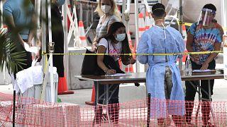 Covid-19: Νέα lockdown σε όλο τον κόσμο καθώς αυξάνονται τα κρούσματα
