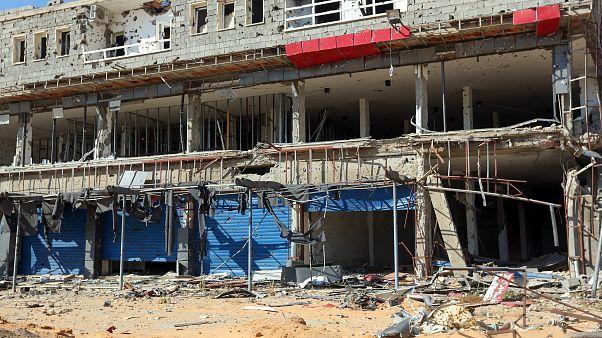 الدمار الناجم عن الحرب بين طرفي النزاع في ليبيا