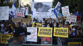 İsrail'de binlerce kişi Netenyahu'nun istifasını istedi