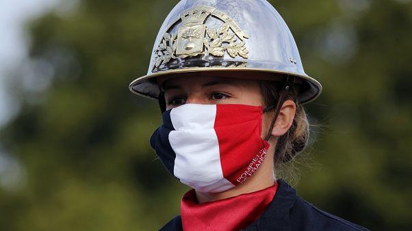 Да здравствует Республика, да здравствует Франция, да здравствует маска! Париж вводит обязательное ношение маски в общественных местах