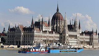 Saját szabályokat diktál a magyar kormány az uniós válságkezeléshez