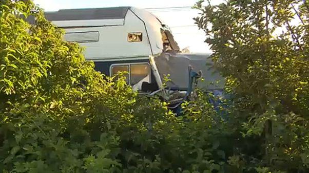 Egymásba rohant két cseh vonat