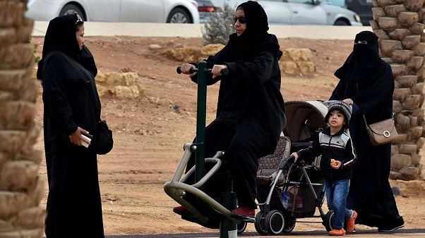 #القضاء_يسقط_التغيب يتصدر تويتر في السعودية .. مغردون يباركون وآخرون ينتقدون الخطوة