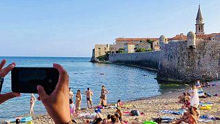 Montenegrói strand 2020 júliusában