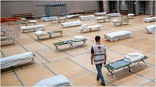 قاعة رياضية مخصصة لاستقبال المشردين في ظل إجراءات العزل الصحي في أوسلو/النرويج