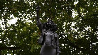 منحوتة للفنان البريطاني مارك كوين في بريستول