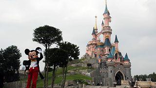 """شاهد: إعادة فتح """"ديزني لاند"""" في باريس بعد أشهر من الإغلاق"""