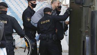 Очередь на подачу жалобы в ЦИК Беларуси растянулась на 2 км, задержания начались после 19:00 по местному времени