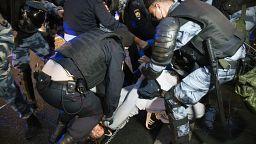 Protestos contra reforma constitucional resultam em 140 detenções