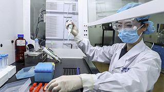 Çinli firma hükümet izni olmadan çalışanları üzerinde aşı denemesi yaptırdı