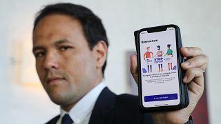 Il segretario di Stato francese al digitale, Cedric O, presenta l'app StopCovid (che non sta andando benissimo)
