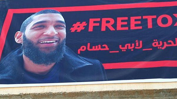 """هيئة تحرير الشام تفرج بكفالة عن """"عامل إغاثة"""" جرّدته بريطانيا من جنسيتها"""