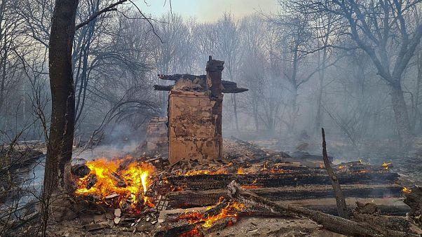 Négligences, sous-équipement... : les incendies près de Tchernobyl auraient pu mal tourner