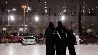 سعوديون يرفضون مقترحا بتجنيس أبناء السعوديات المتزوجات من أجانب